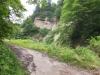 渓谷沿い小道