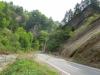 渓谷沿い市道と奇岩